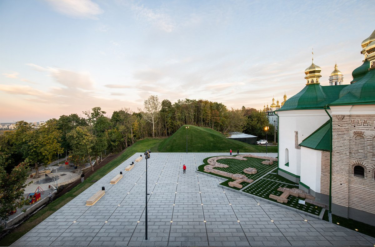 Renovation of the Spassky bastion and church public square