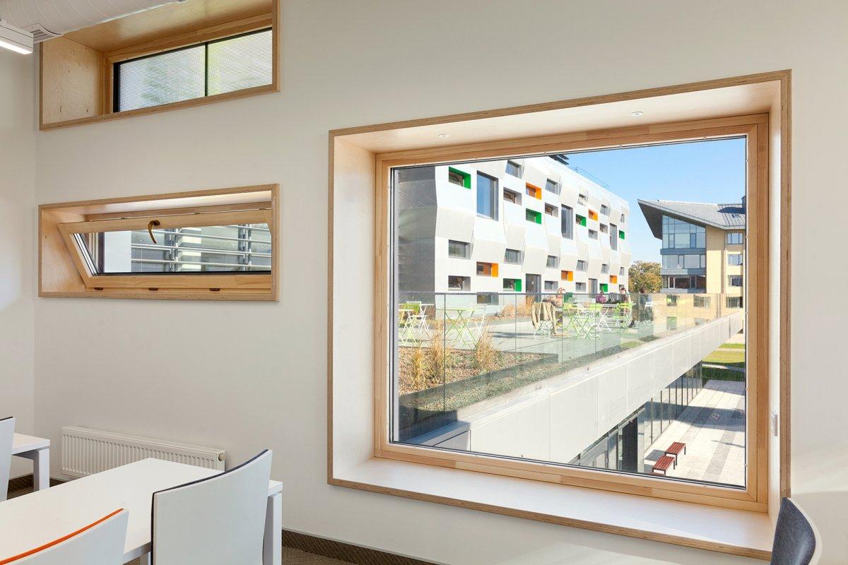 Classroom / Window seat